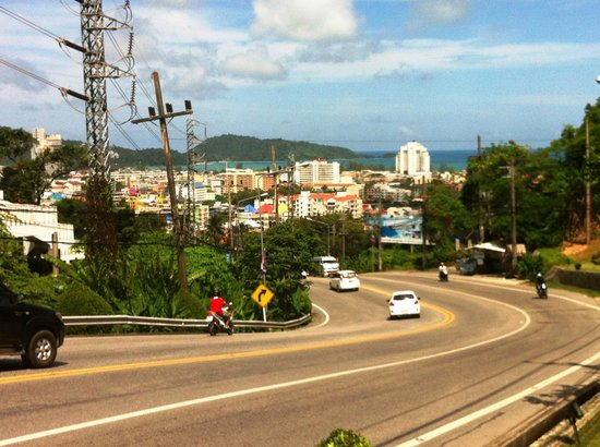 Wyndham Sea Pearl Resort Phuket: Main road from Hotel to town, no footpath and heavy traffic so wouldn't recommend walking.