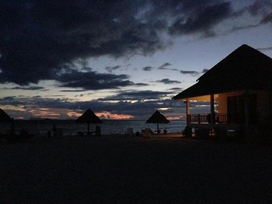 Nice Sea Resort: anochecer en bungalow