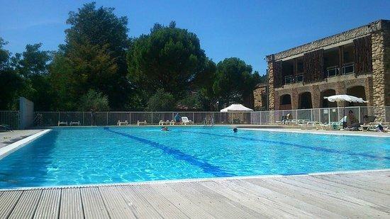 Castel Luberon : Vue de la piscine depuis le transat....