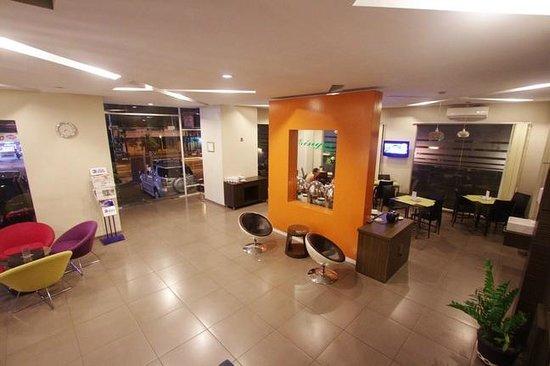 Pose In Hotel: Lobbby & Coffeshop/corner