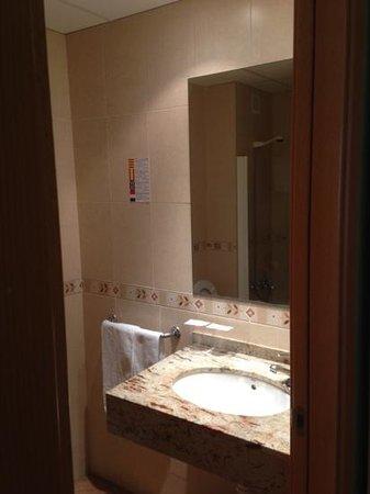 Hotel El Camí: badkamer