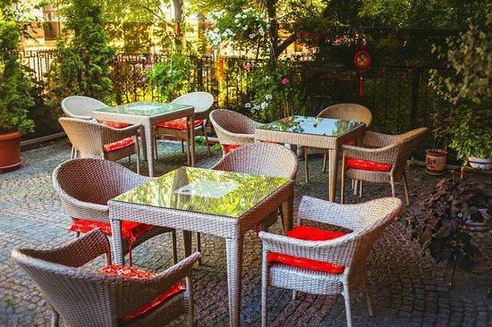 Pekin: summer terrace