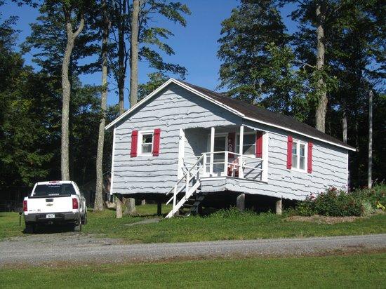Fieldstone Farm: Cabin 12