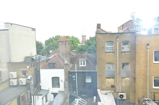 Premier Inn London Angel Islington Hotel: view from room