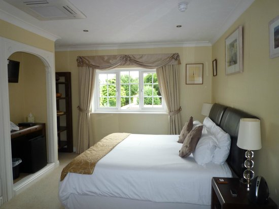 White-Sails: Executive King Room (Stratford)