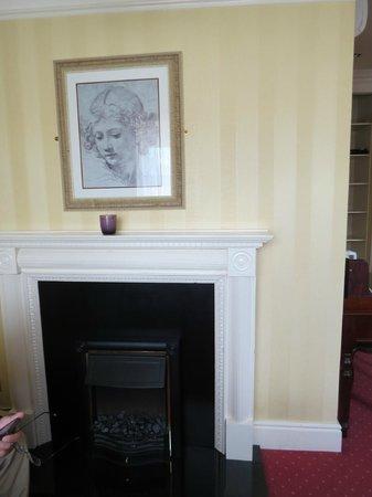 Arbutus Hotel: fireplace