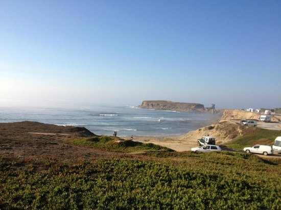 Peniche Surf Lodge: view directly in front of the hostel (nice reef break also for surf)