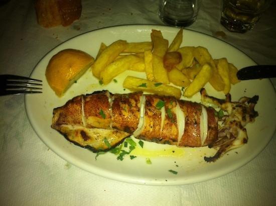 Halaris Ouzery: calamaro gigante alla griglia