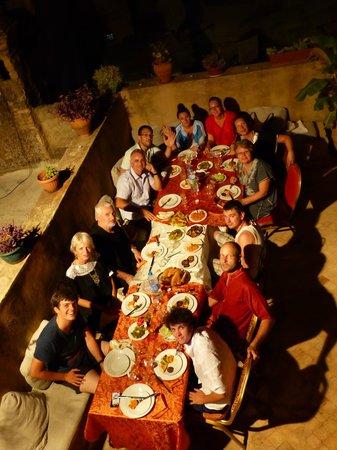 رياض دار طامو: Repas de fête