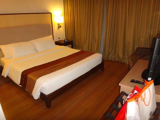 Adelphi Suites Bangkok : bedroom