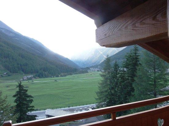La Madonnina del Gran Paradiso: Veduta dal balcone della camera