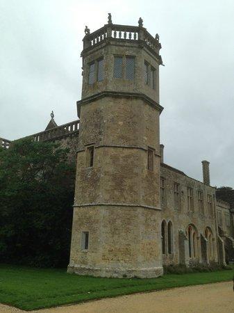 Lacock Pottery Bed & Breakfast: Lacock Abbey