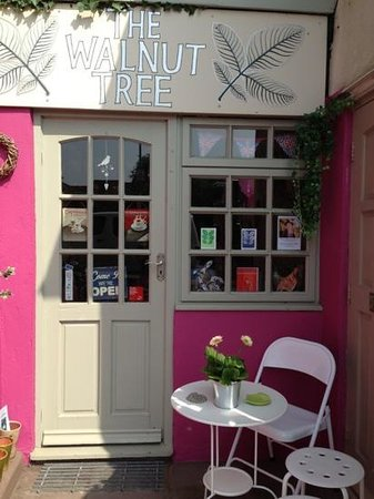 The Walnut Tree Gallery: The Walnut Tree Shop and Cafe
