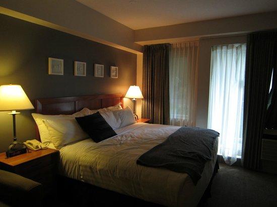 Summit Lodge Boutique Hotel: キングサイズベットにソファベッドの部屋