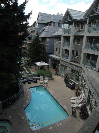 Summit Lodge Boutique Hotel: 部屋からの眺め プールが見えます。