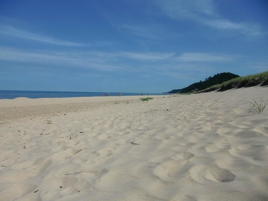 Saugatuck Dunes State Park: Wonderful beach....seems to be in Caribean See
