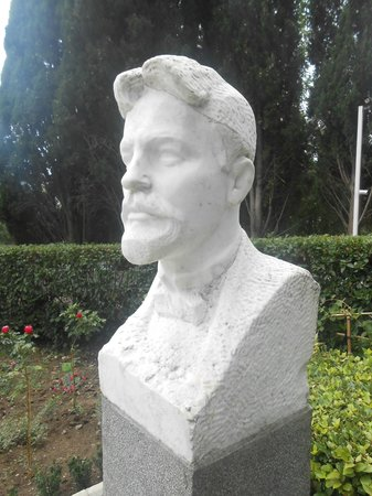 Chekhov House & Museum : The bust of Chekhov at the entrance of the property