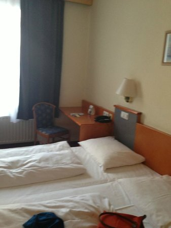 Novum Hotel Leonet Cologne Altstadt: Room