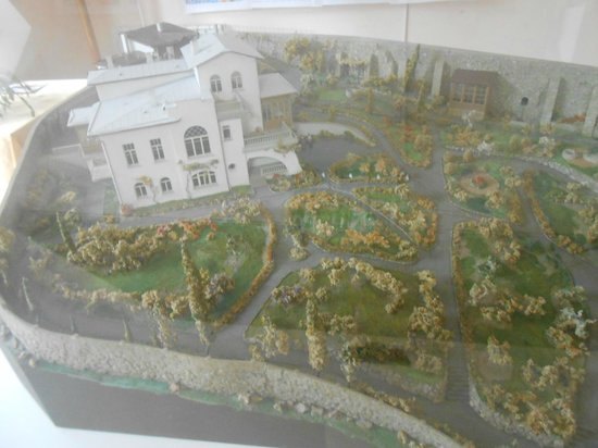 Chekhov House & Museum : A model of the house and garden inside the museum