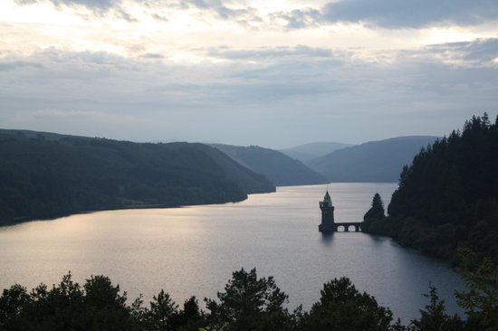 Gorffwysfa: Lake Vyrnwy view from the Dam at sunset