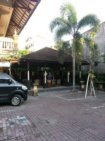 Seminyak Paradiso Hotel: Enterance