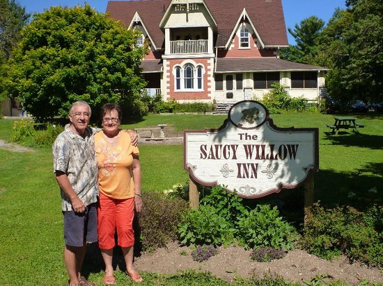 Saucy Willow Inn: Mom & Dad