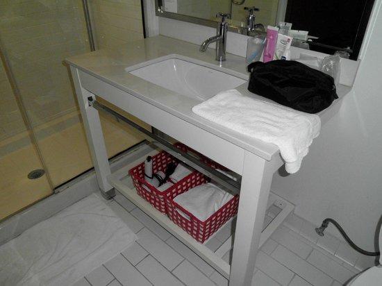 Four Points by Sheraton Philadelphia City Center: Bathroom