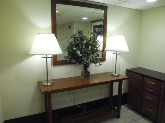 Four Points by Sheraton Philadelphia City Center: lift area near room