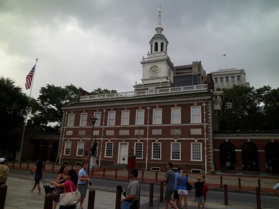 Four Points by Sheraton Philadelphia City Center: Independence Hall , an easy walk from hotel.