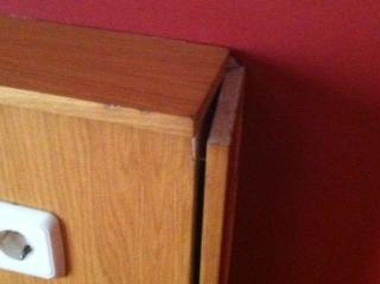 Hotel Ridomar: tête de lit, et je vous dit pas, l'état du matelas, avec un creux au milieu.