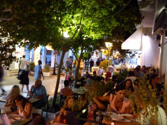 Ergon Greek Deli + Cuisine: Το Έργον πλέον αποτελεί την πρώτη επιλογή τόσο για τους ντόπιους όσο και για τους τορίστες...και