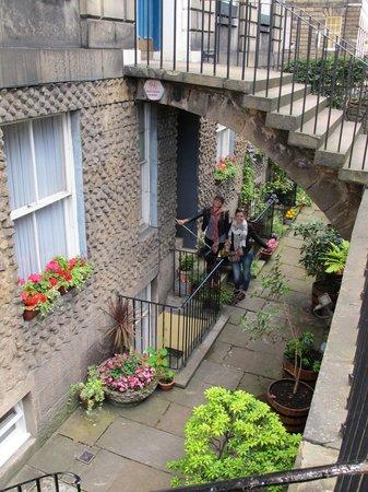 Gerald's Place: Arrive through the lovely below-street gardens.