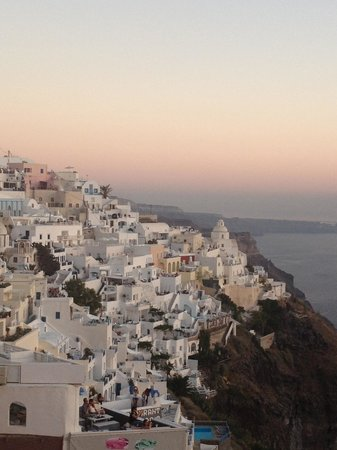 Carpe Diem Exclusive Boutique Resort: Sunset over the caldera in Fira