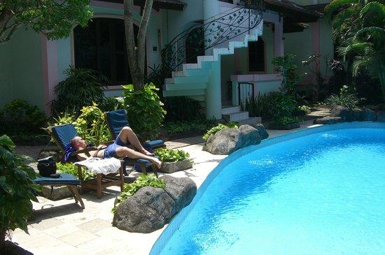 Villa Puri Royan: farniente a la piscine,propice a la sièste