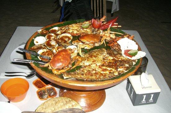 Villa Puri Royan: plateau de fruits de mer ,plage de jimbaran,restaurant de droite beaucoup moins  cher