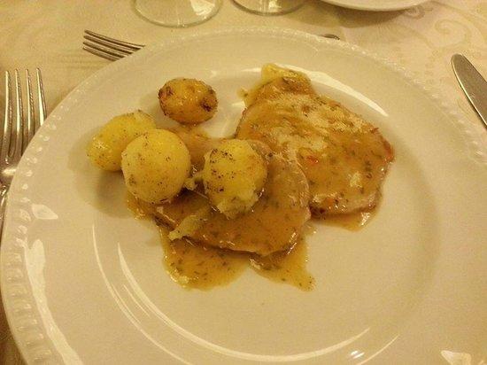 Hotel Orizzonte - Acireale: Cena: due fette di carne con 4 patate, senza possibilità di eventuale aggiunta o bis