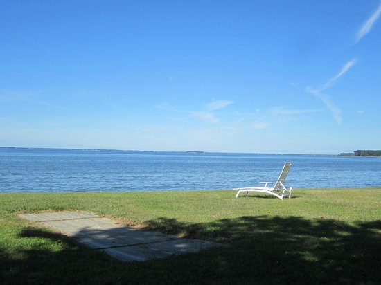 Wades Point Inn on the Bay: Your lounge chair awaits