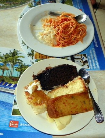 Viva Wyndham Fortuna Beach: Good desert and Poor spaghetti
