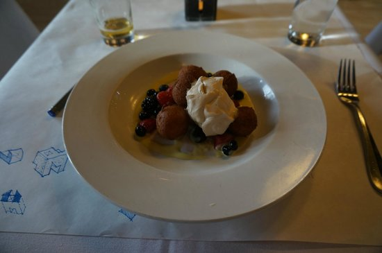 Tinderbox Kitchen : fresh berry and ricotta desert