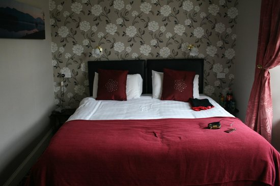 The Bayview Hotel: Big and soft double bed