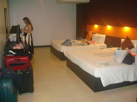Miramar Hotel Bangkok: bed area