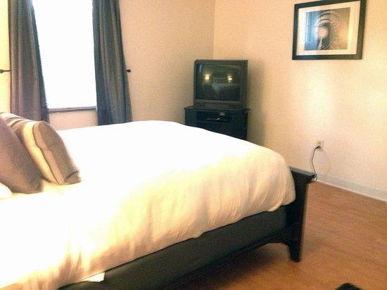Shadyside Inn All Suites Hotel: Large bedroom