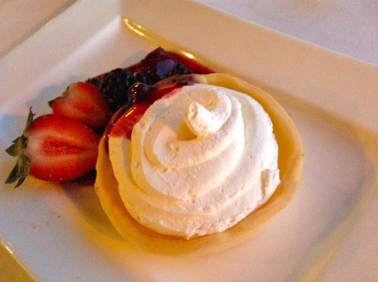 Coconuts : Lemon tart with chantilly cream and fresh fruit