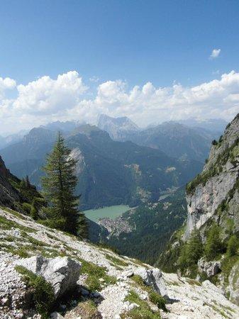 Lago di Coldai: Lago di Alleghe dal Coldai
