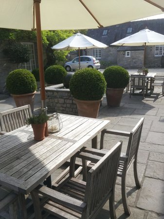 Devonshire Arms: Garden out the back