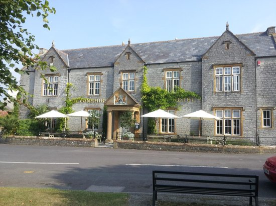 Devonshire Arms: Front of building