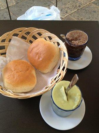 Colicchia Francesco: Granite (al caffè e al pistacchio) con brioche