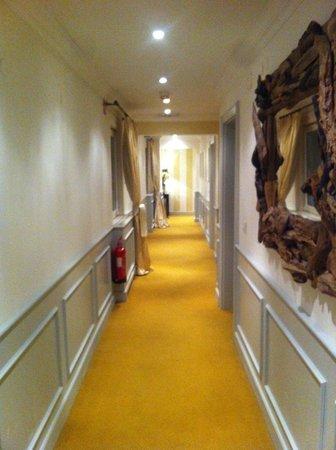 Lesar Hotel Angel: Hallway