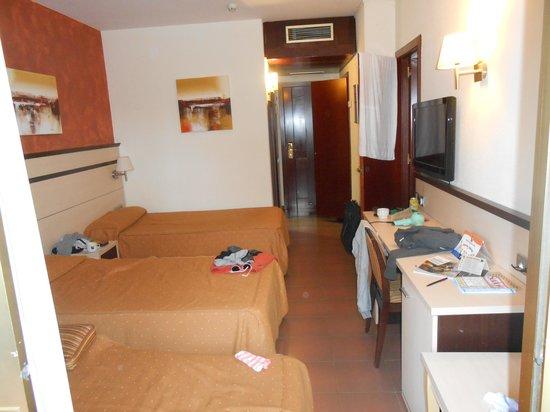Golden Port Salou: room. basic but good