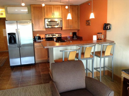 East Bay Suites: Kitchen in 304